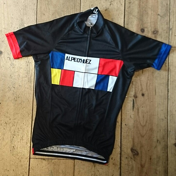 <p>Our tribute to the classic La Vie Claire Jersey of the 1980s </p><ul><li>Black Jersey with Mondrian design and black writing<li>C40 SQUARE DRY 140 GSM Fabric</li><li>Lightweight quick drying micro fibre.</li><li>Wicks moisture from your body.</li><li>Exceptional soft feel, lightweight, odour and bacteria resistant.</li></ul><p><img src='http://www.prompt.cc/images/ss_jersey_sizing.jpg' width='500' height='374' /><p>All sizes are European Race cut so you may wish to order up a size.</p>