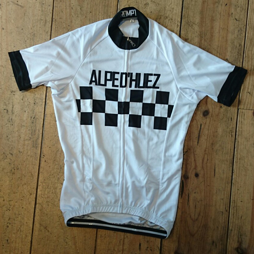 <p>Our tribute to the classic Peugeot Jersey of the 1960s </p><ul><li>White Jersey with black cheques and black writing<li>C40 SQUARE DRY 140 GSM Fabric</li><li>Lightweight quick drying micro fibre.</li><li>Wicks moisture from your body.</li><li>Exceptional soft feel, lightweight, odour and bacteria resistant.</li></ul><p><img src='http://www.prompt.cc/images/ss_jersey_sizing.jpg' width='500' height='374' /><p>All sizes are European Race cut so you may wish to order up a size.</p>